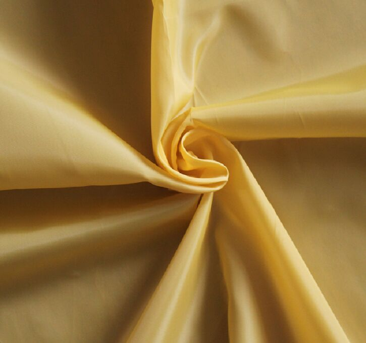 Polyester 300T Taffeta Fabric 65 gsm plain dyed